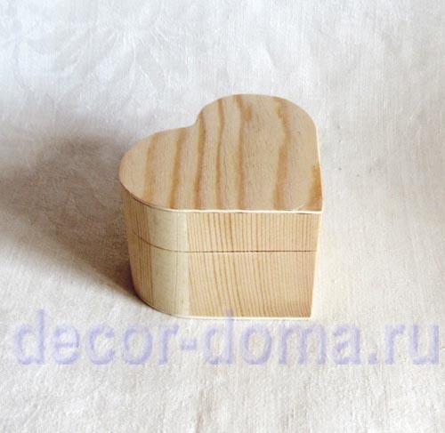 Шкатулка в форме сердца из дерева