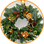 Венок рождественский, еловые ветки, шишки, плоды и фрукты