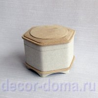 Шкатулка папье-маше 114, шестигранная, на ножках, с медальоном на крышке