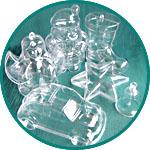Разнообразные фигурки из прозрачного пластика