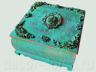 Шкатулка в декоративными рельефными элементами